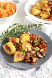 gypsy potatoes mushrooms 200x300 Potatoes with Bacon, Ham and Vegetable Sauce – Gypsy Recipe