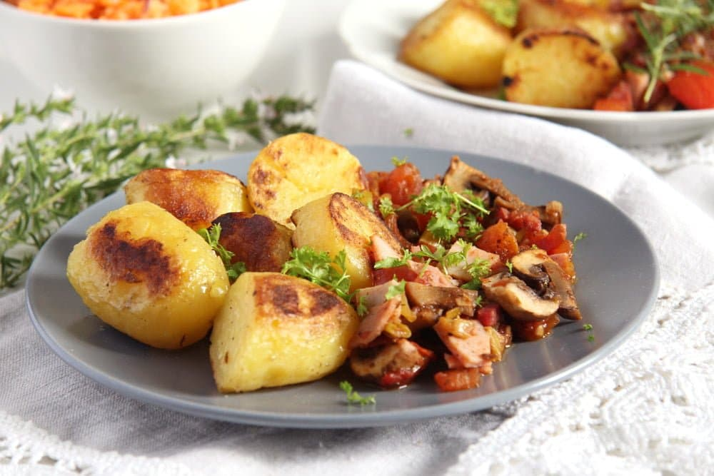 skillet potatoes with bacon and vegetables