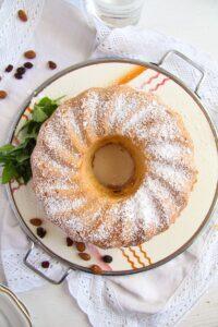 ed 2 200x300 Bundt Cake with Leftover Egg Whites, Raisins and Almonds