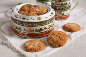 gingersnaps ed 2 300x200 Easy and Crispy Ginger Cookies with Candied Ginger