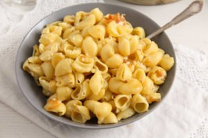 macaroni cheese ed 5 300x200 The Easiest Skillet Macaroni and Cheese – Romanian Recipe