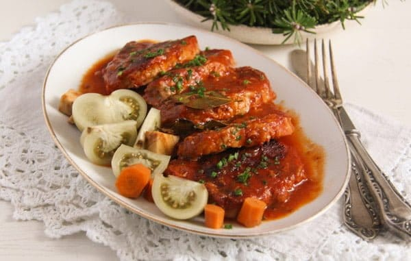 pork in tomato sauce with garlic