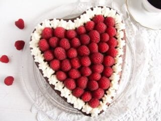 heart shaped cheesecake for valentine's day