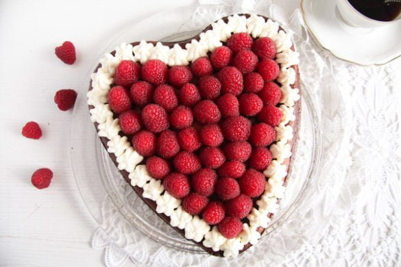 heart cheesecake 4 585x390 50 Spring Recipes