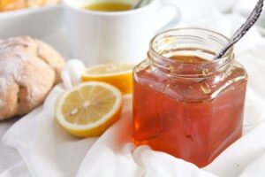 lemon jelly 5 300x200 Delicious Jelly with Fresh Lemon and Clementine Juice