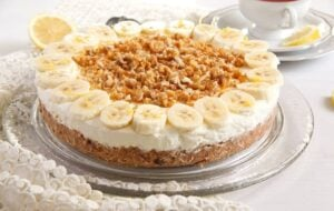 banana pie 2 300x190 No Bake Banana Caramel Cream Pie with Candied Walnuts