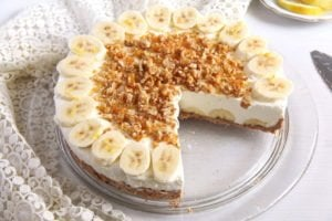 banana pie 3 300x200 No Bake Banana Caramel Cream Pie with Candied Walnuts