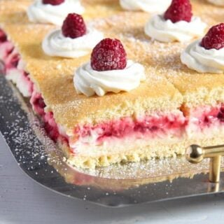 lemon cake with raspberries