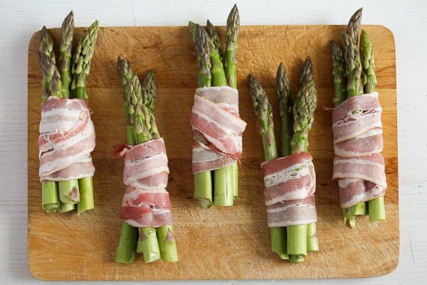 bacon wrapped asparagus 8 Bacon Wrapped Asparagus   Oven Baked Asparagus Recipe
