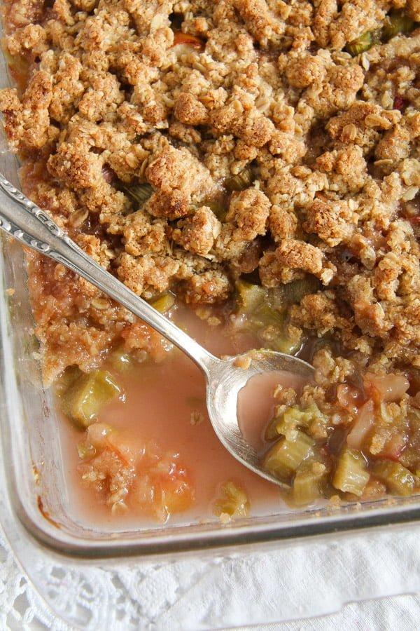 rhubarb crisp 10 1 Rhubarb Crisp with Apples and Crunchy Oatmeal Topping