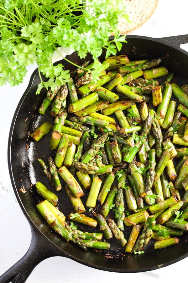 sauteed asparagus 2 Sauteed Asparagus with Garlic – Easy Asparagus Recipe