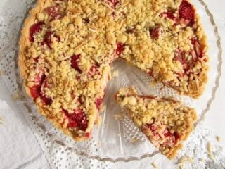 crumble strawberry rhubarb pie