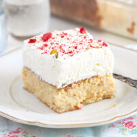 mexican dessert with cream and milk.