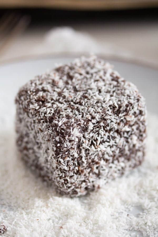 australian cake squares lamingtons