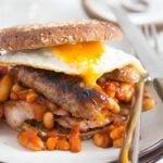 english breakfast in a bun