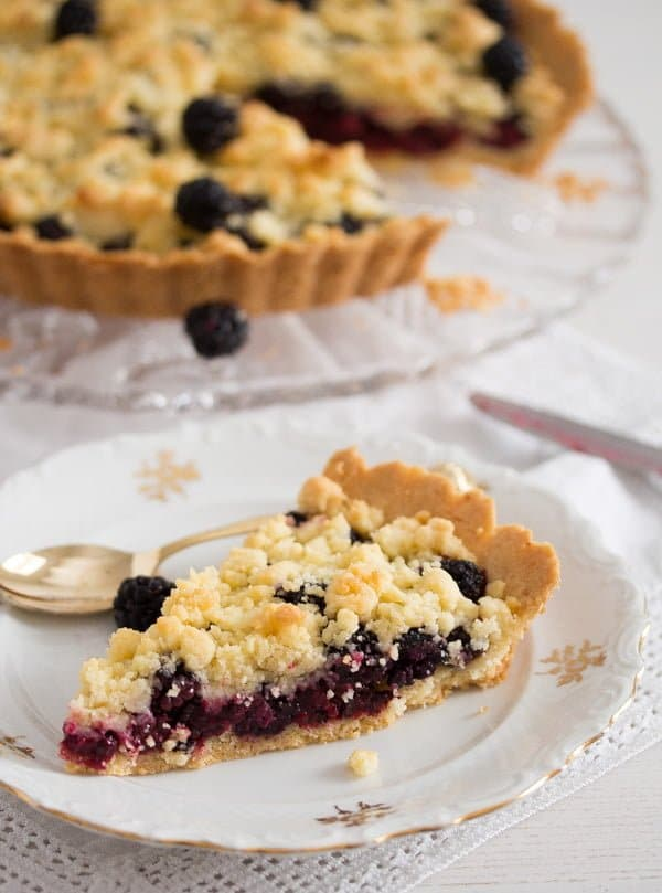 slice of berry crumble pie
