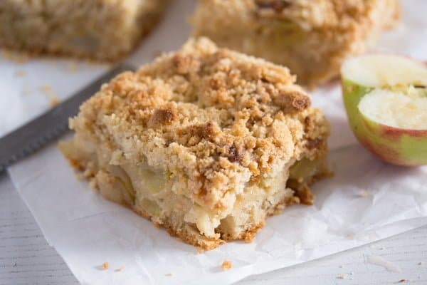 German Apple Cake With Sour Cream Topping