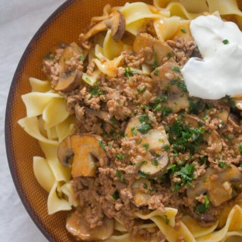 ground beef and mushrooms sauce with noodles