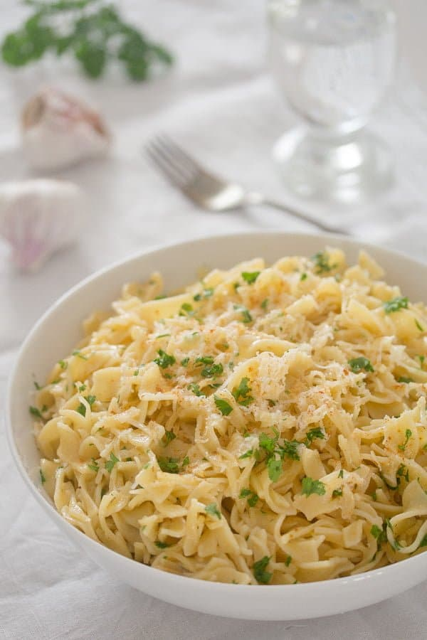 buttered noodles with garlic 4 Buttered Noodles with Garlic and Parmesan