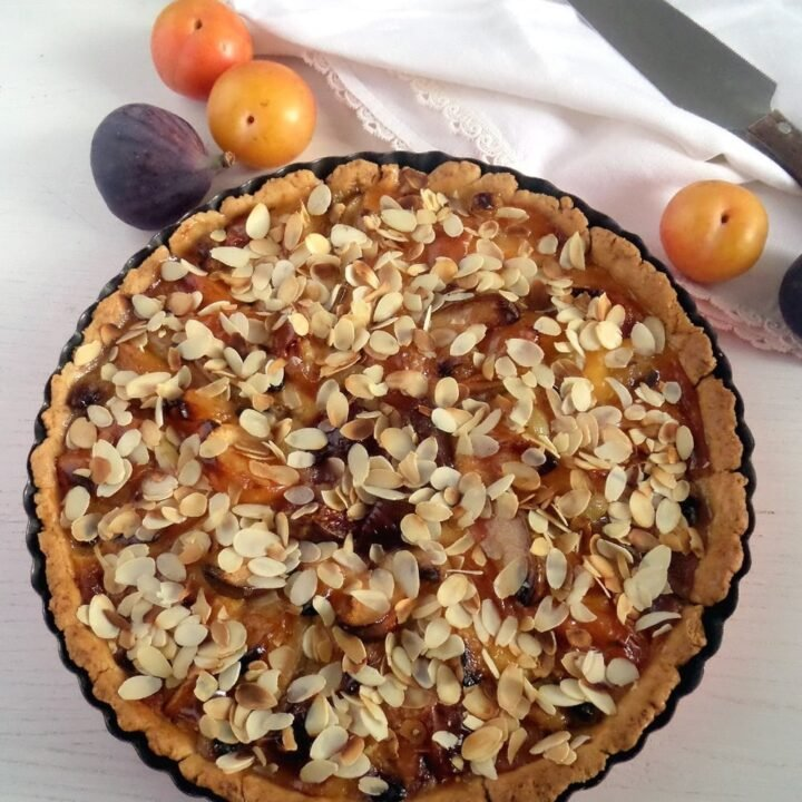 mixed fruit pie with almond topping in pie dish