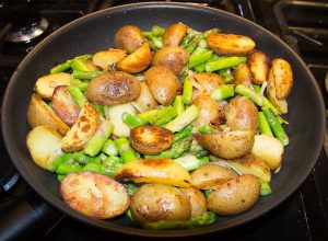 pan roasted asparagus and potatoes 6 300x220 Pan Fried Asparagus and Potatoes – Green Asparagus Recipe