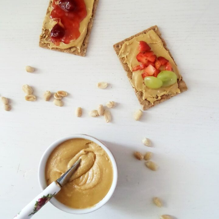crisp bread with nut butter and fruit