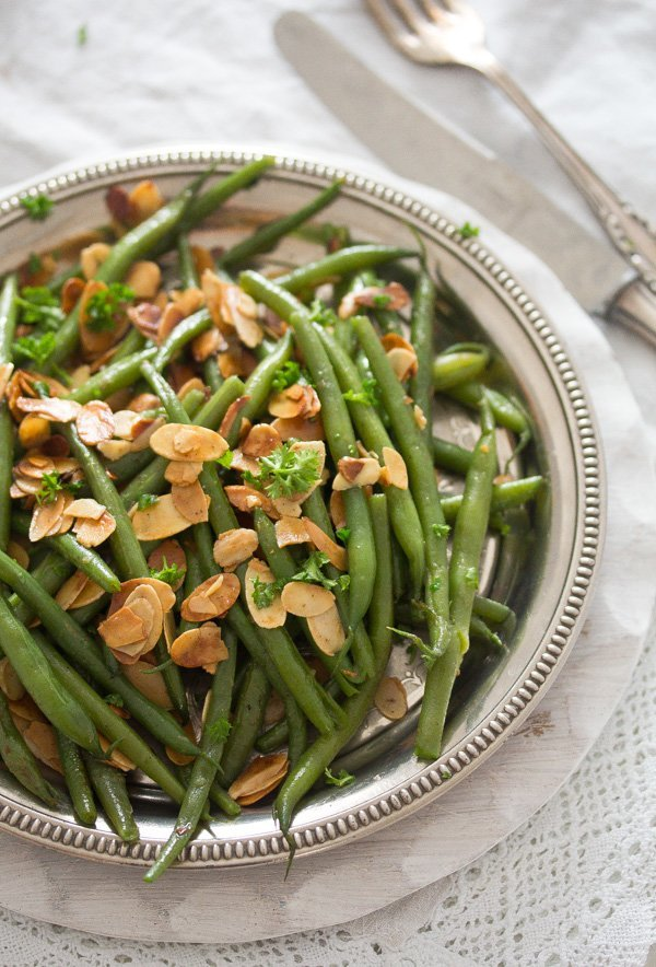 green bean almondine 7 Green Beans Almondine – French Style Green Beans Recipe