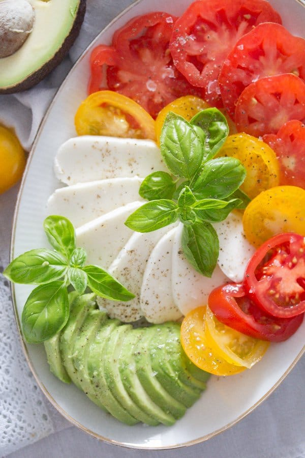 tomato avocado mozzarella salad 11 Tomato Avocado Mozzarella Salad with Basil   Insalata tricolore