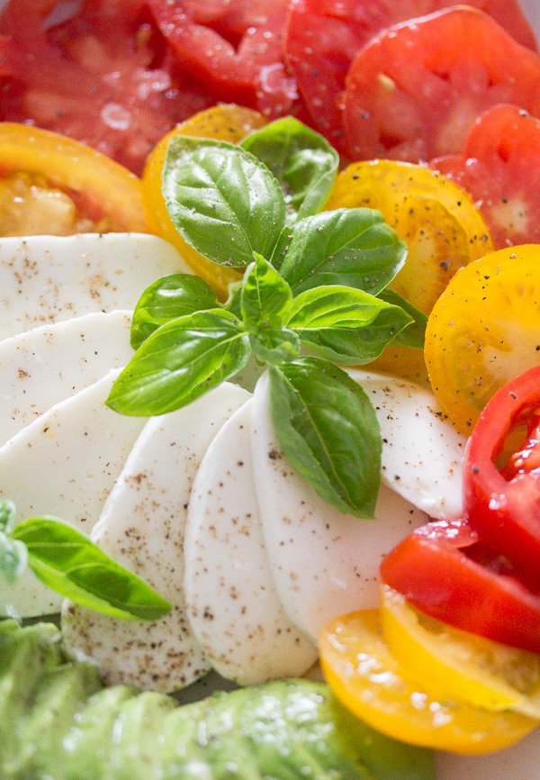 tomato avocado mozzarella salad 12 Tomato Avocado Mozzarella Salad with Basil   Insalata tricolore