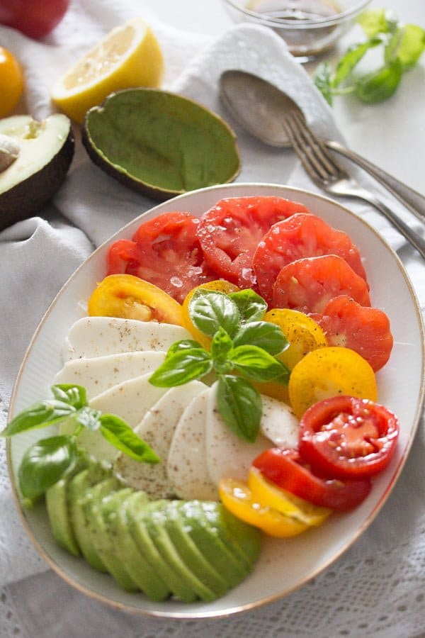 tomato avocado mozzarella salad 7 Tomato Avocado Mozzarella Salad with Basil   Insalata tricolore