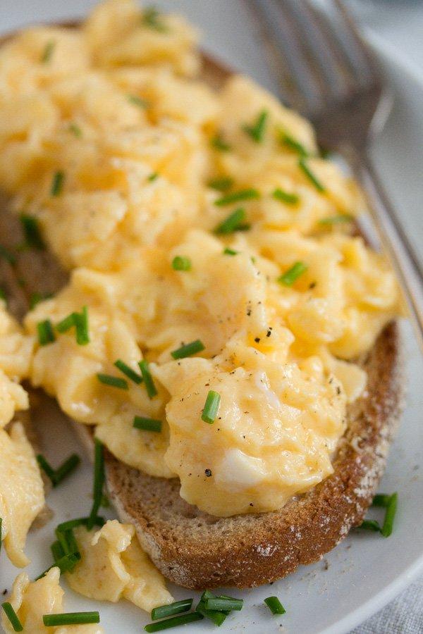 scrambled eggs on toast 4 2 Scrambled Eggs on Toast