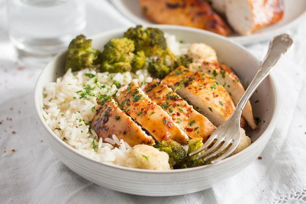 baked bbq chicken breast with broccoli and rice