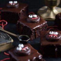 hallloween brownies with monsters cookies on top