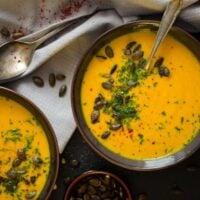 Vegan roasted pumpkin soup with coconut milk, a super healthy pumpkin soup to keep you warm. #whereismyspoon #pumpkinsoup #veganpumpkinsoup #roastedpumpkin #pumpkinrecipes