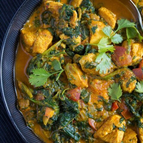 close up chicken saag in a bowl