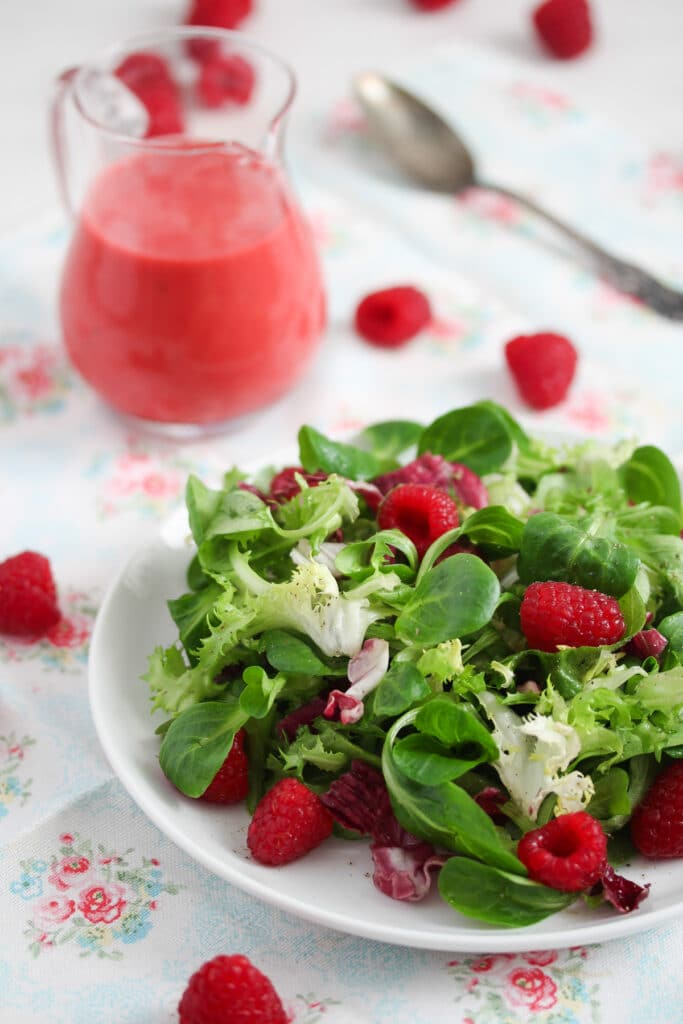 salad dressing with raspberries and honey