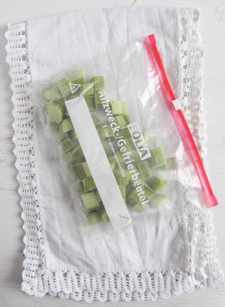 freezing rhubarb in freezer bags