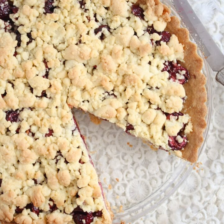 crumble pie filled with cherries