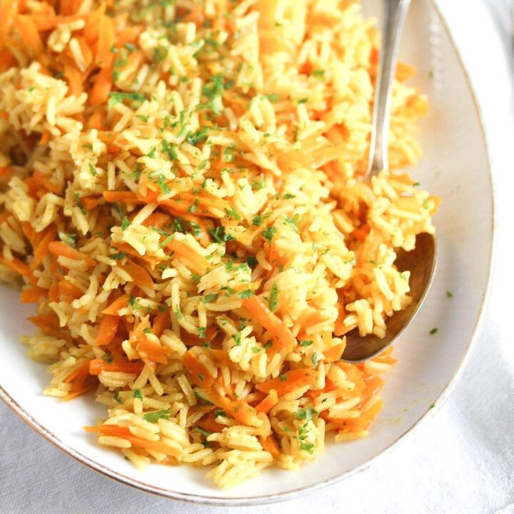 carrot rice with curry powder and parsley