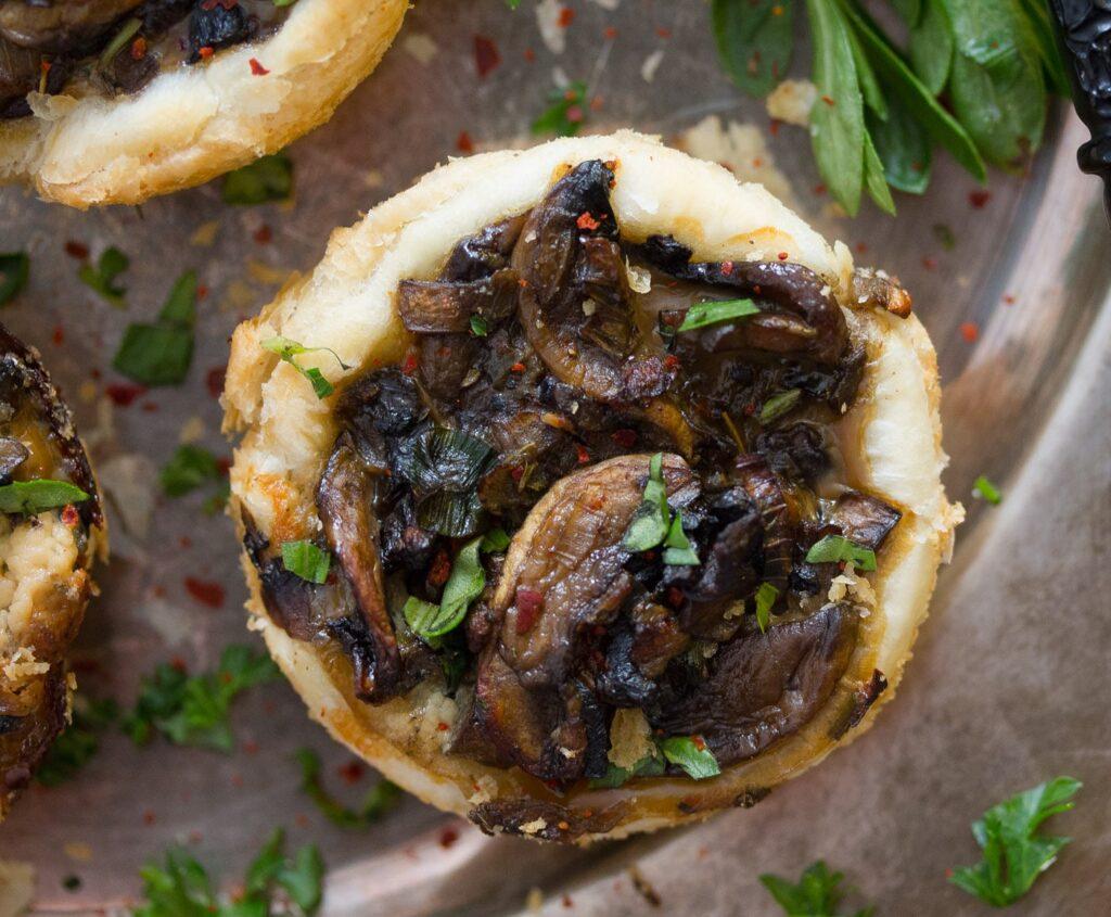 mushroom tart with sliced cremini mushrooms and herbs