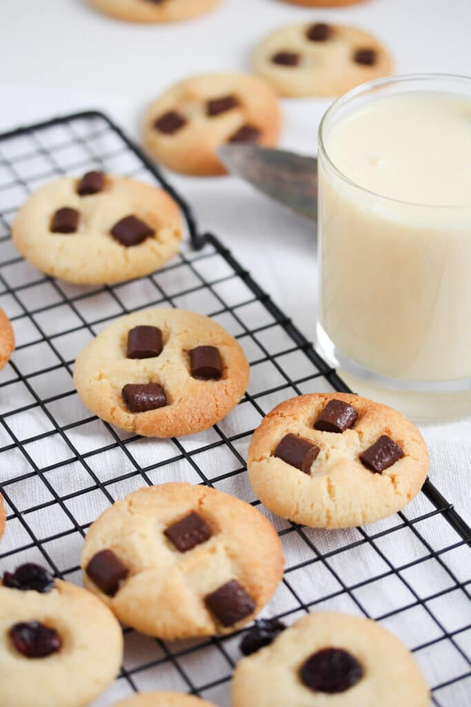 cookies and a glass of milk