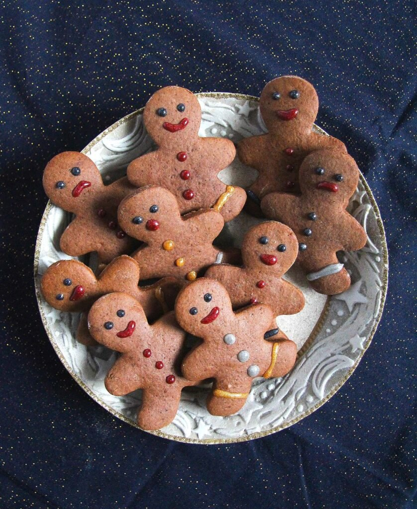 plate with small gingerbread men