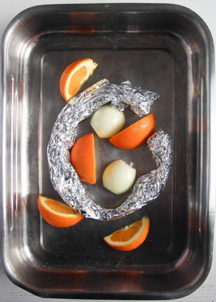 rope of aluminum foil in a roasting tin substitute for rack