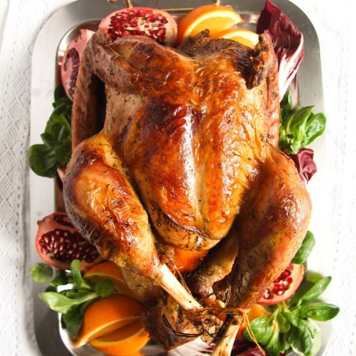 turkey served with oranges, pomegranate and salad leaves