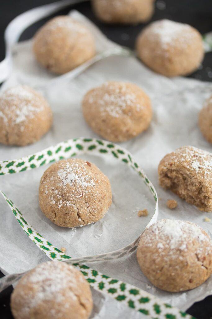 polvorones cookies sprinkled with icing sugar