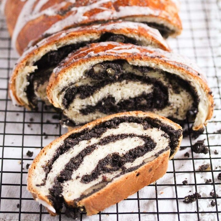 sliced polish poppy seed roll on the table.